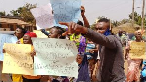 protest 1 300x169 - Protest In Enugu As FG Attempt To Commission N400m Uncompleted Project