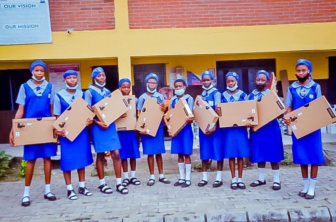Gbajabiamila Distributes Laptops, Other Materials To 494 Brilliant Students In Surulere