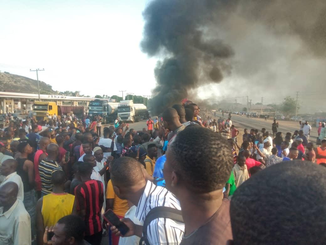 Panic As Protesting Students Block Lagos-Abeokuta Expressway