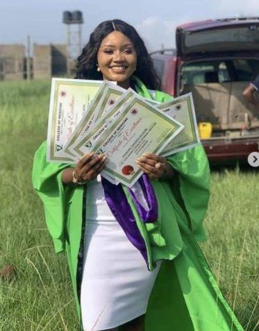 Beautiful Nigerian Slay Queen Bags 7 Awards During Her Graduation