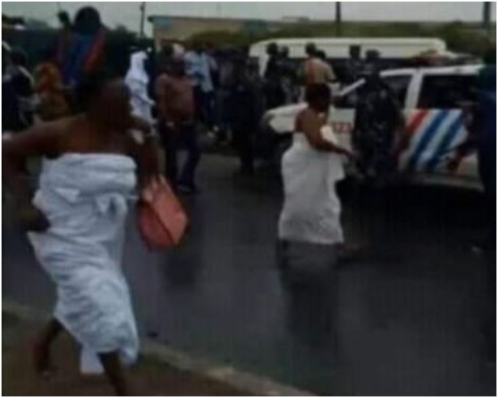 Yeye Osun River Goddess'Runs For Her Life As Police Disperse Agitators With Gunshot
