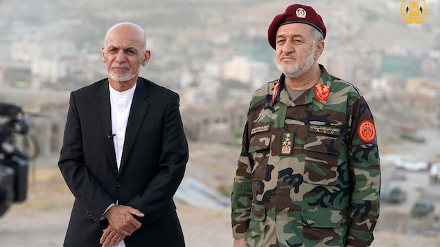 President of Afghanistan Ashraf Ghani with his Minister of Defense Bismillah Khan Mohammadi. Photo: Reuters / Afghan government