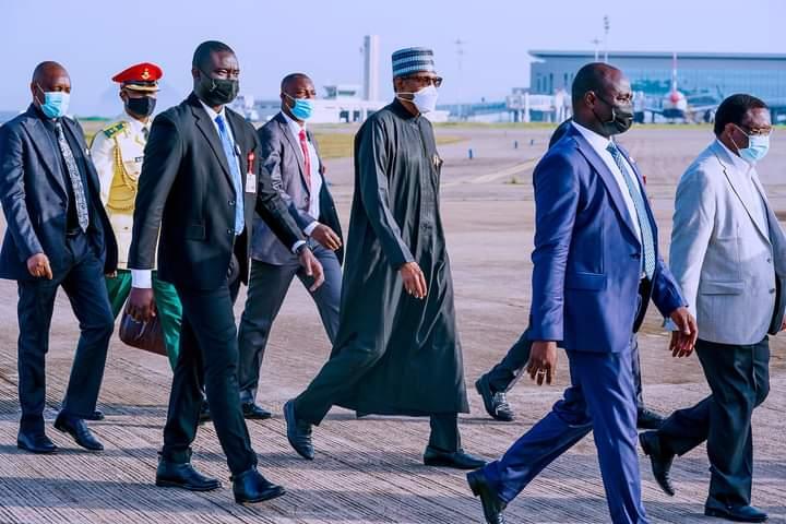 Buhari and bodyguards